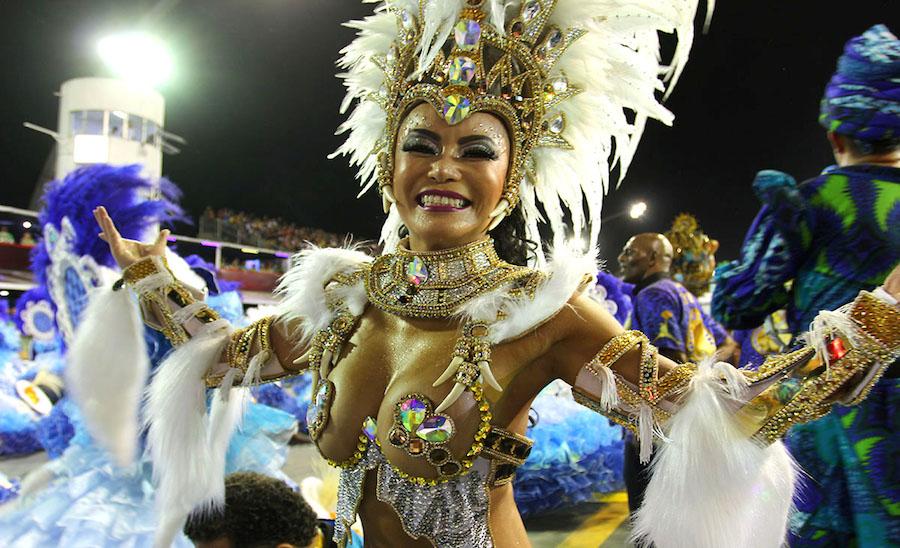 Destaque da Unidos do Peruche no desfile das escolas de samba de São Paulo