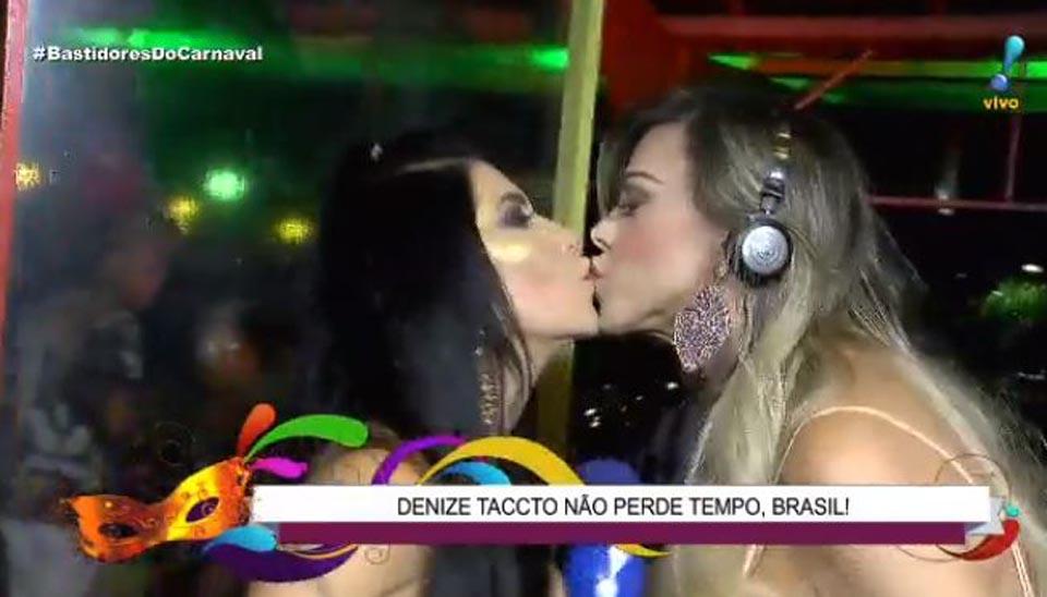 """Léo Áquilla anotou uma """"bitoquinha"""" em Denize Taccto durante a folia"""