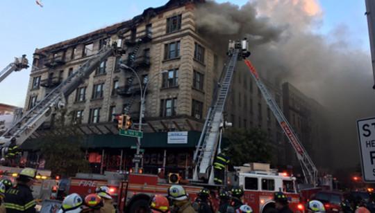 Um incêndio atingiu um prédio de seis andares em Hamilton Heights, em Nova York, nos Estados Unidos, nesta sexta-feira (17)