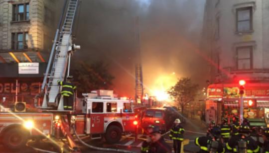 Segundo o Twitter dos bombeiros de Nova York, não há relato de pessoas feridas