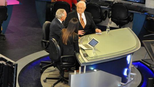 O político esteve na bancada do telejornal respondendo perguntas dos apresentadores Boris Casoy e Amanda Klein, e também do colunista Reinaldo Azevedo