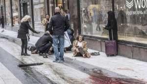 Caminhão atinge multidão na Suécia e deixa mortos e feridos em atentado terrorista