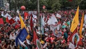 Fotos mostram grupos contra e a favor Lula em dia de depoimento a Moro