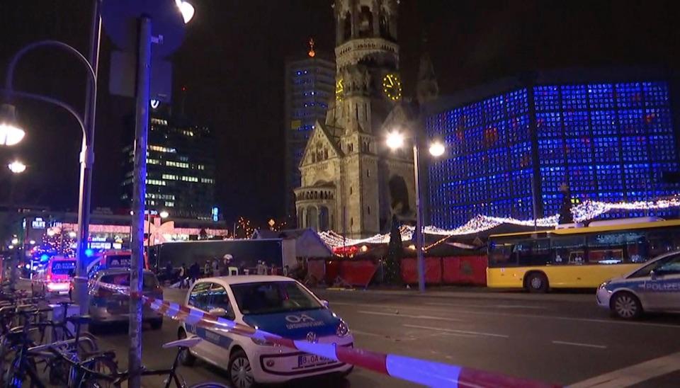 Ainda de acordo coma polícia alemã, o passageiro do caminhão morreu no local e um homem, suspeito deser o motorista, foi preso