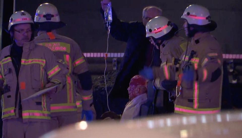 """A polícia também pediu à população que """"fique em casa"""", como medida de precaução"""
