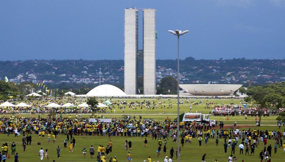 Público chega animado para acompanhar a posse de Bolsonaro
