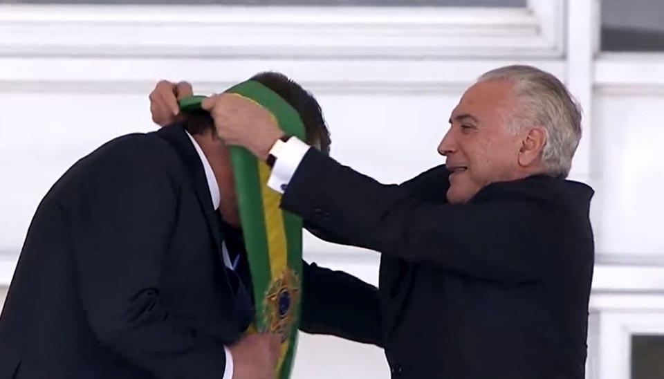 Michel Temer passa a Faixa Presidencial ao novo presidente da República, Jair Bolsonaro, no Palácio do Planalto