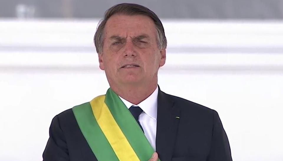 Jair Bolsonaro com a faixa da Presidência da República