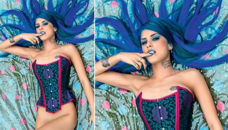 Com apenas 21 anos, a funkeira Tati Zaqui será a capa e recheio da edição de julho da Playboy. No ensaio, a cantora de cabelos azuis sensualiza com uma bomba e exibe o corpão enxuto.