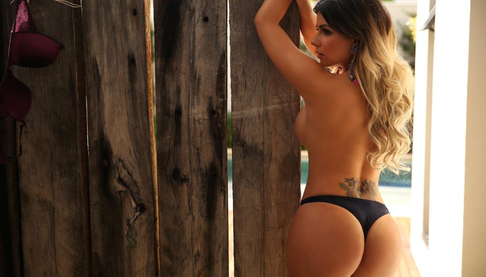 Vanessa Perez, ex-bailarina do Faustão, exibiu suas curvas voluptuosas em um ensaio sensual para o site Diamond Brazil