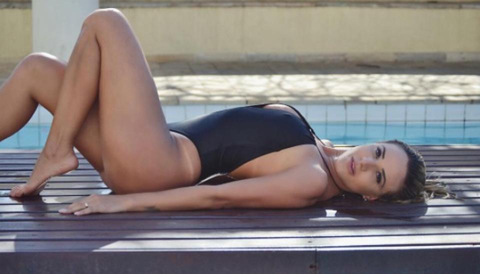 Nascida em Belo Horizonte, a loira que é torcedora do Cruzeiro revelou recentemente que está solteira