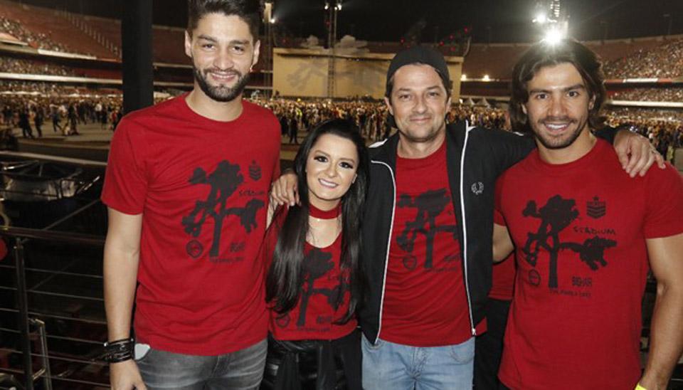 A apresentação aconteceu no estádio do Morumbi e contou com a presença de muitos famosos como a dupla Munhoz e Mariano e Marcelo Serrado.