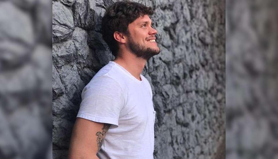 """Breno: arquiteto e goianiense, de 29 anos. Ele recebeu o apelido de """"Adão"""" por ter sido encontrado nu durante uma festa, só usa meia e cuecas pretas e tem mania de organização"""