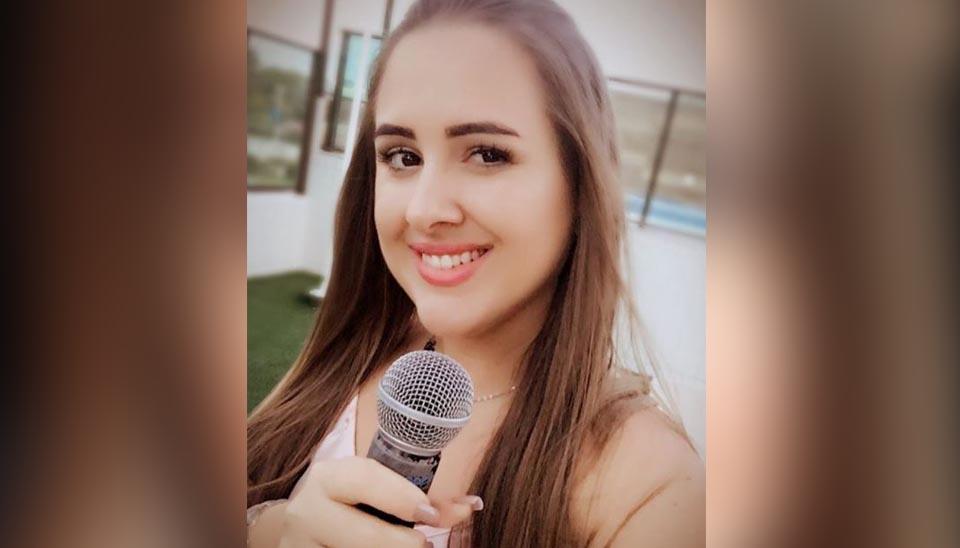 """Patrícia: Ceará, 32 anos. Ela é tão """"fã"""" da atração, que escolheu a música tema do reality show para entrar em sua formatura"""