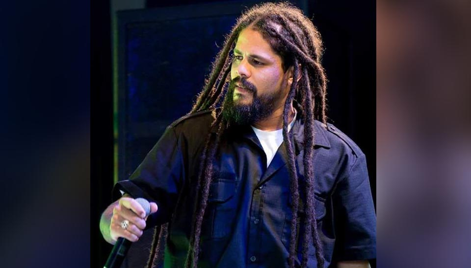 Viegas: 33 anos, São Paulo. Músico, Viegas faz show de rap e é fã de Bob Marley. Uma curiosidade: Viegas não corta os cabelos há 17 anos