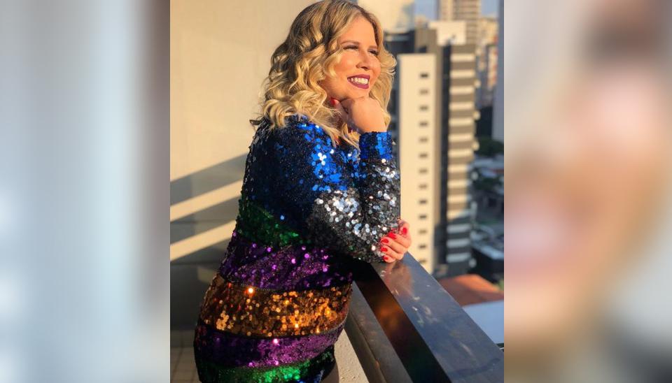 Marília Mendonça causou frisson nas redes sociais ao exibir uma mudança radical em seu visual! Com cabelos mais curtos e novo tom de loiro, a cantora ainda vem ganhando elogios ao mostrar a dedicação em adotar um estilo de vida mais saudável