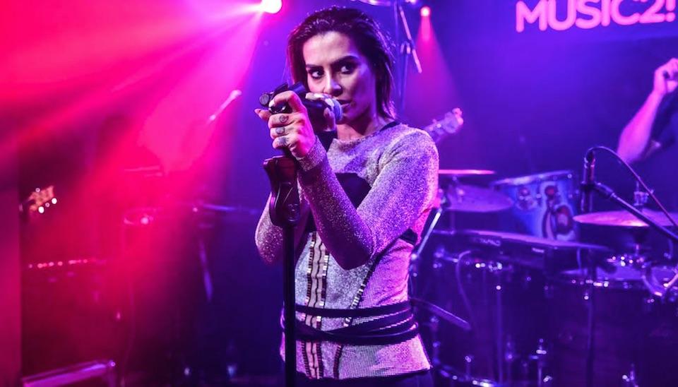 Cleo Pires recebeu a imprensa, familiares e amigos em seu primeiro show como cantora, em São Paulo
