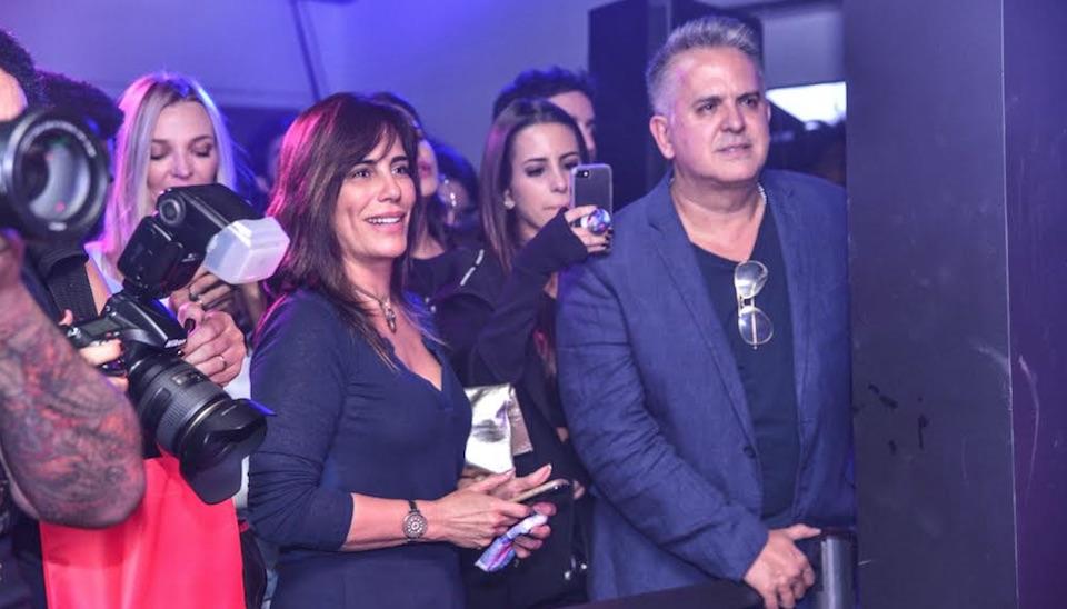 Glória Pires e Orlando Morais, mãe e padrasto da artista, marcaram presença na plateia e conferiram a performance bem de pertinho