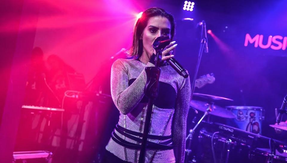 """A música escolhida por Cleo para seu lançamento como cantora foi a canção """"Jungle Kid"""""""