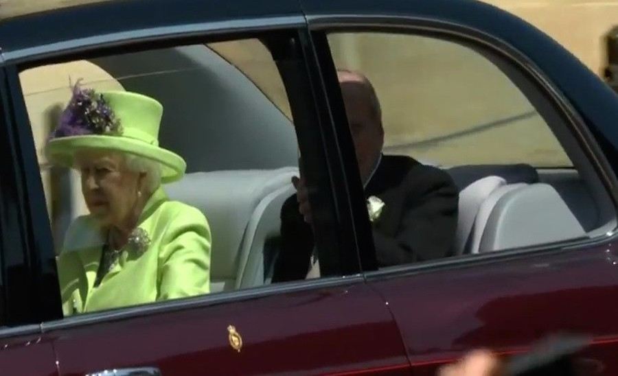 Rainha Elizabeth chega à Igreja