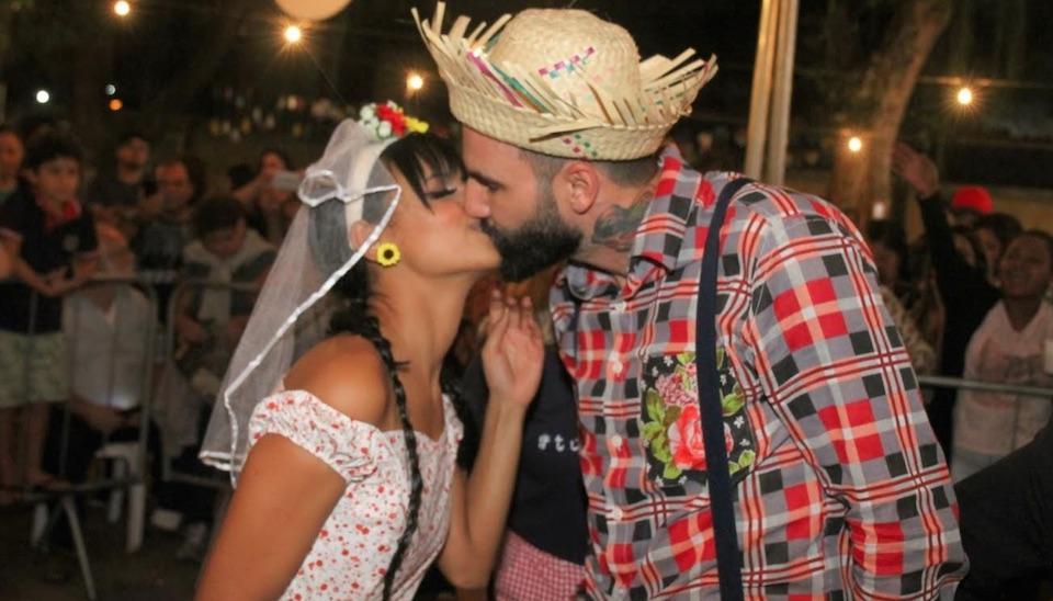 """Na noite de sábado (9), a jovem surpreendeu até os fãs mais empolgados com o casal Gleigner ao anunciar """"casório"""""""
