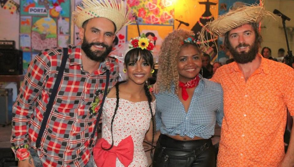 A cantora Gaby Amarantos animou a festa da entidade que trabalha pela educação de crianças de baixa renda
