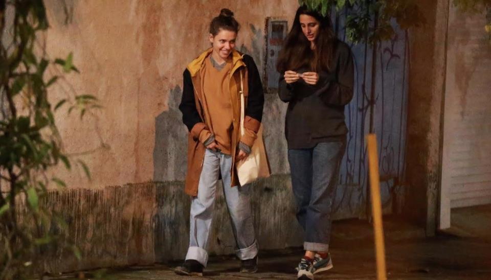 Bruna Linzmeyer e Priscila Visman aproveitaram a noite de terça-feira (19) para namorar no Rio de Janeiro