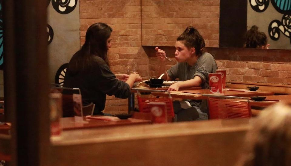 As duas foram clicadas em restaurante na Gávea, na zona sul da cidade