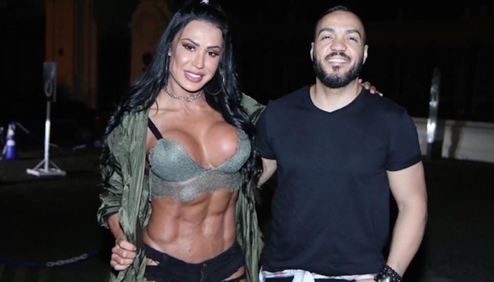 A musa fitness Gracyanne Barbosa mostrou seus músculos ao lado do maridão, o cantor Belo