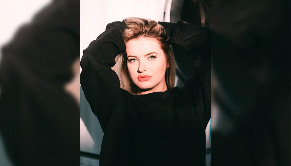 Nadine Gerloff, prima mais velha de Luísa Sonza, está fazendo o maior sucesso. Cada foto que a modelo posta nas redes sociais é um motivo para tirar o fôlego dos seguidores. Convenhamos, a genética é muito boa!