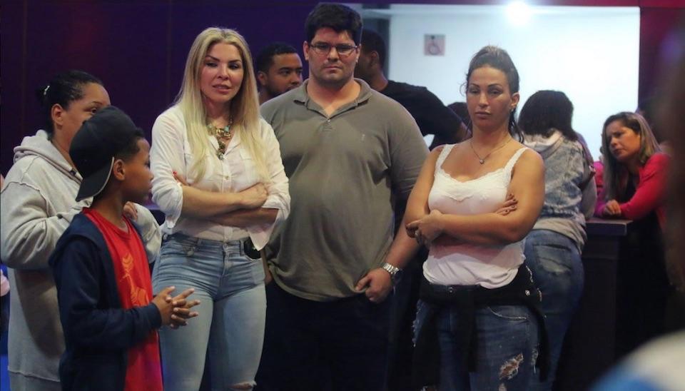 """Bastante abatida, Valesca Popozuda ficou ao lado de Verônica Costa, conhecida como """"Mãe Loira do Funk"""""""