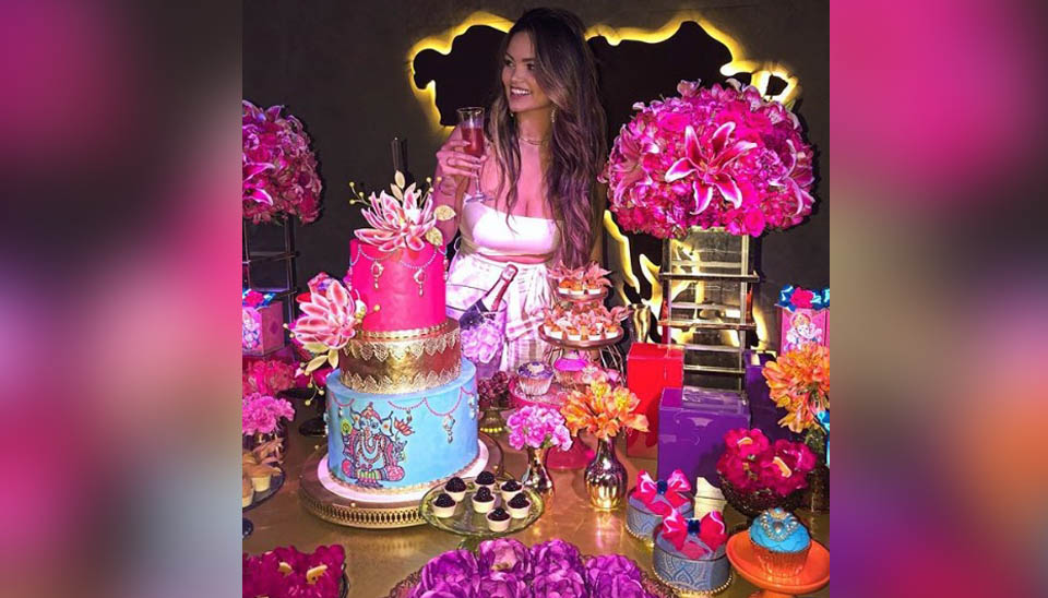 Suzanna Freitas, filha mais velha de Kelly Key, completou 18 anos e está feliz da vida! A jovem, que já tem 1,4 milhão de seguidores no Instagram, vem compartilhando fotos da festa e da nova fase de sua vida