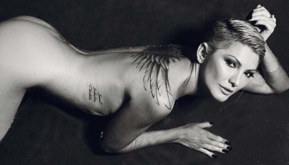 """Para comemorar o número de seguidores no Instagram, Antonia Fontenelle postou esta foto bem sensual e escreveu: """"Por quantos milhões você tira a roupa? Já tirei por menos pra capa da Playboy, mas hoje to tirando onda, esse nude tá valendo 2 MILHÕES"""""""