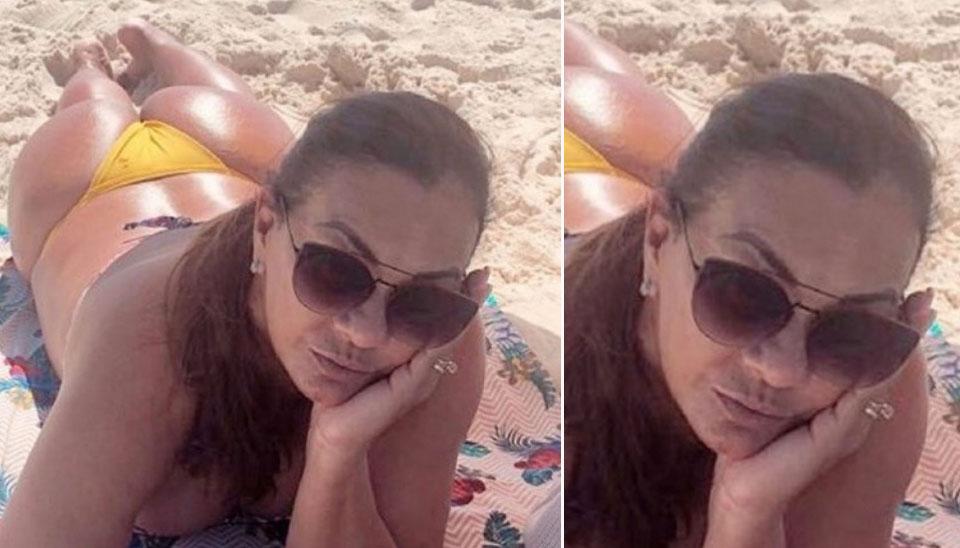 """De fio-dental, aos 61 anos, Solange Couto esbanjou sensualidade enquanto renovava o bronze na praia, recentemente. """"Hoje é segunda e nós tá como?"""", escreveu a atriz na legenda da foto."""