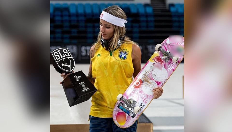 "Vice-campeã do Mundial de Street League, a skatista Leticia Bufoni viu seu nome sair das manchetes do esporte para as páginas de celebridades após Neymar chamá-la de ""meu amor"" para comemorar o título. Por isso, reunimos o outro lado da esportista"