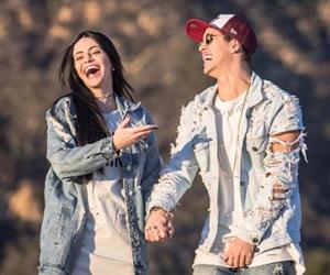 Modelo e celebridade nas redes sociais: saiba quem é a nova namorada de Biel