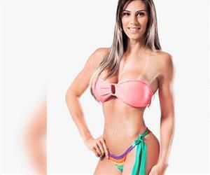 """Carol Saraiva: Conheça a musa fitness que tem a perna torta e era chamada de """"Garrincha"""" na infância"""