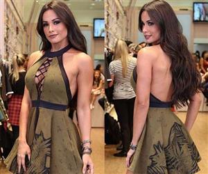 Fernanda D'avila exibe corpo slim em fotos com decotão e barriguinha de fora