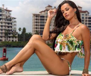 Fernanda D'avila exibe 92cm de busto e 90cm de bumbum em Miami