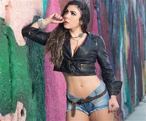"""Musa do Flamengo"" faz ensaio sensual no estilo rockeira"