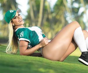 """""""Musa do Coritiba"""" quer criar organizada feminina: """"Futebol é para mulher sim"""""""