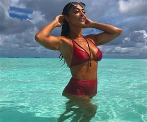 """Juliana Paes """"quebra a internet"""" ao posar de biquíni nas Ilhas Maldivas"""