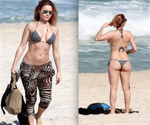 Aos 46 anos, Rita Guedes esbanja boa forma em cliques de biquíni na praia