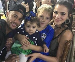 Neymar, Bruna Marquezine e Carol Dantas comemoram aniversário de Davi Lucca
