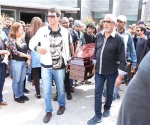 Família, amigos e fãs prestam as últimas homenagens a Mr. Catra no Rio de Janeiro