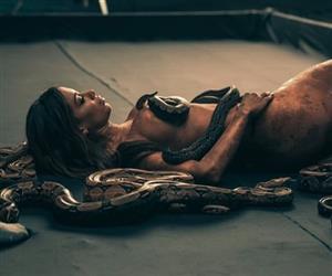 """Anitta lança o EP """"Solo"""" nesta sexta-feira (9); confira fotos dos bastidores dos clipes"""