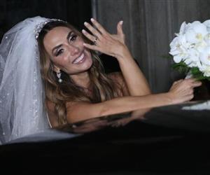 """Nicole Bahls oficializa união com Marcelo Bimbi em """"casamento ostentação"""""""