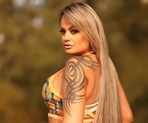 Aline Uva: veja fotos da ex-Miss Bumbum que agarrou Belo em show