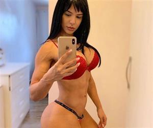 Eva Andressa impressiona ao mostrar bumbum redondinho em fotos de lingerie