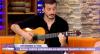 Rafael Cortez mostra dotes de músico no Luciana By Night